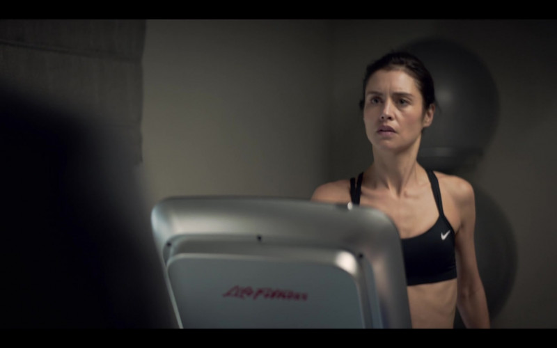 Nike Sports Bra of Hannah Ware stars as Rebecca in The One S01E01 (2021)