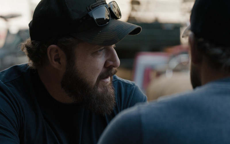 Oakley Men's Sunglasses in SEAL Team S04E09 Reckoning (2021)