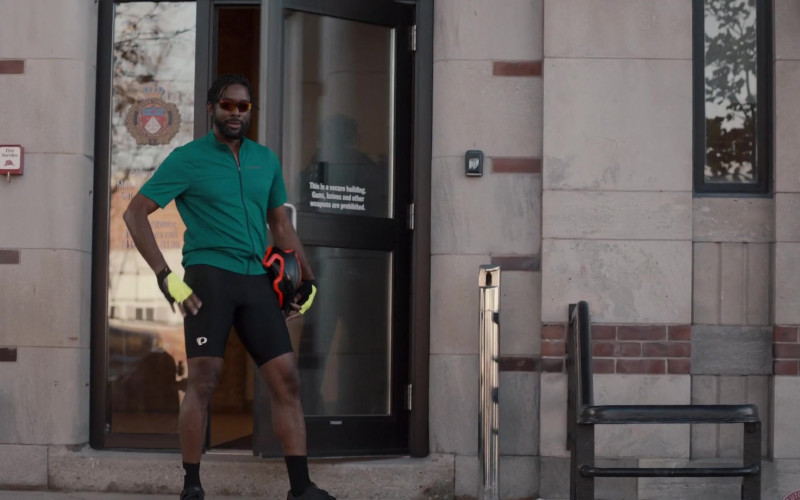 Pearl Izumi Sports Shorts of Daren A. Herbert as Det. Nathan Greene in Pretty Hard Cases S01E05 Kids (2021)