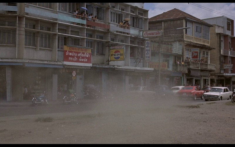 Pepsi & 7UP Signs in The Man with the Golden Gun (1974)