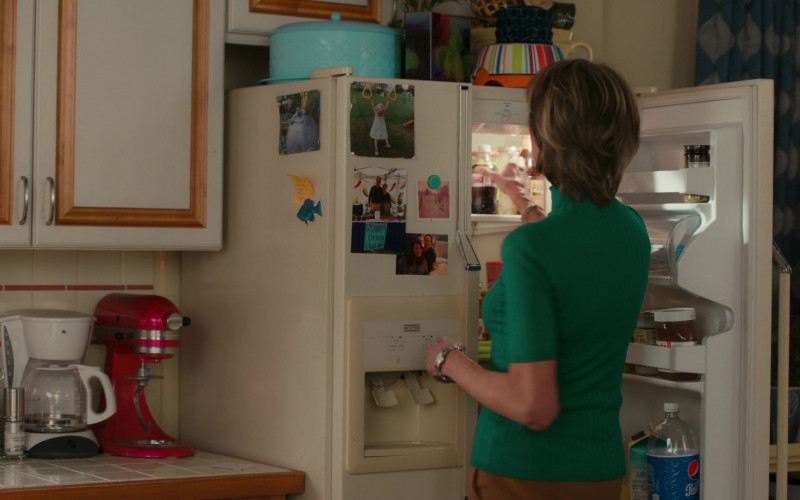 Pepsi Soda Bottle in American Housewife S05E11 The Guardian (2021)