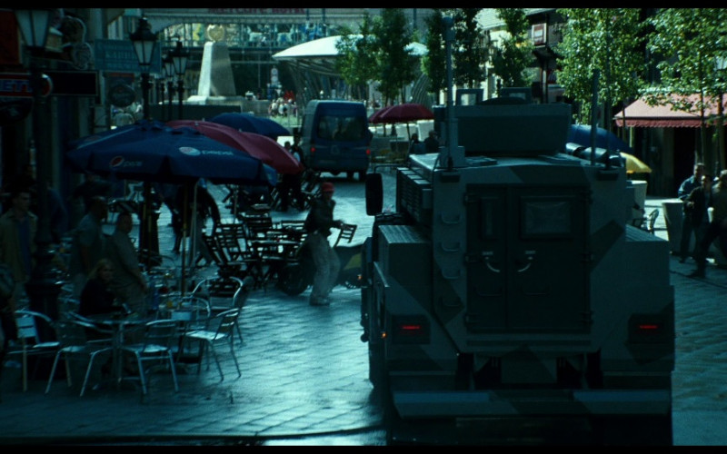 Pepsi Umbrellas in A Good Day to Die Hard (2013)