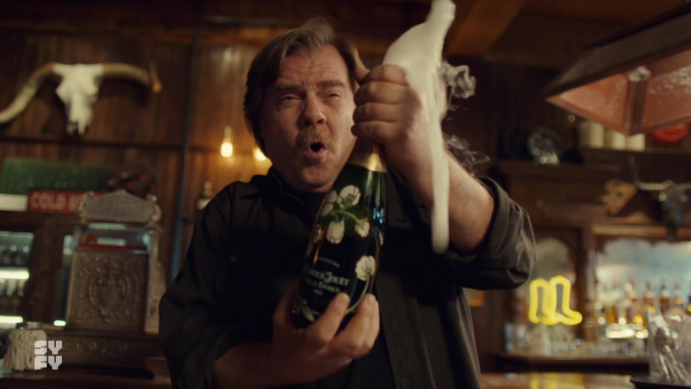 Perrier-Jouët Champagne in Wynonna Earp S04E07 TV Show (1)