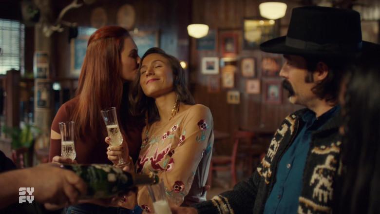 Perrier-Jouët Champagne in Wynonna Earp S04E07 TV Show (3)