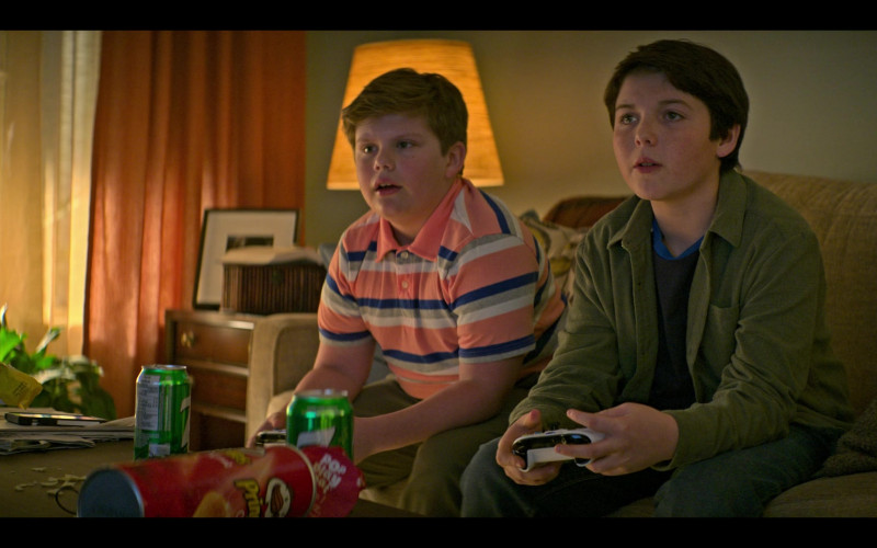 Pringles Chips and 7UP Soda Cans in The Mighty Ducks Game Changers S01E01 Game On (2021)