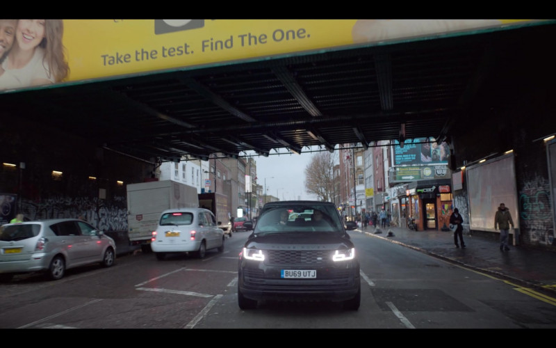 Range Rover Vogue Car in The One S01E01 TV Show (1)