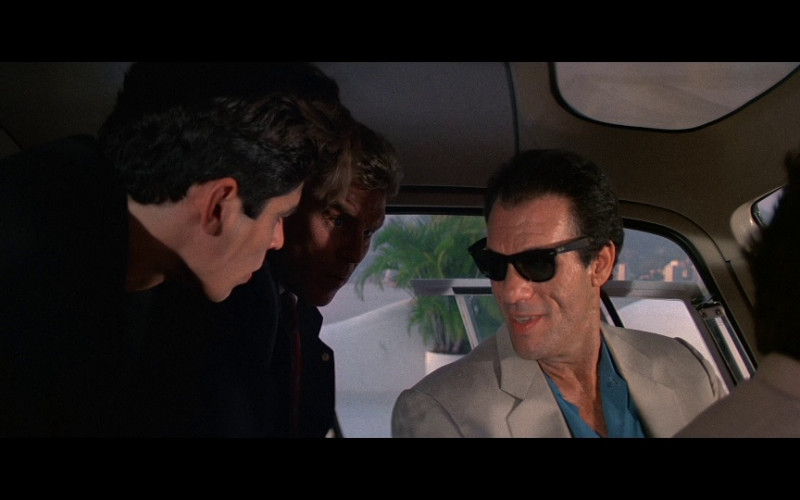 Ray-Ban Wayfarer Men's Sunglasses in Licence To Kill (1989)