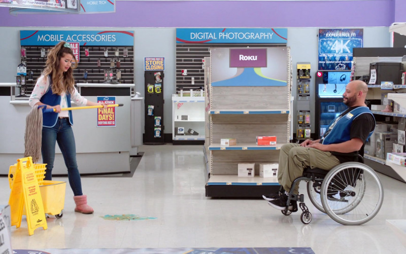Roku hardware digital media players in Superstore S06E15 All Sales Final (2021)