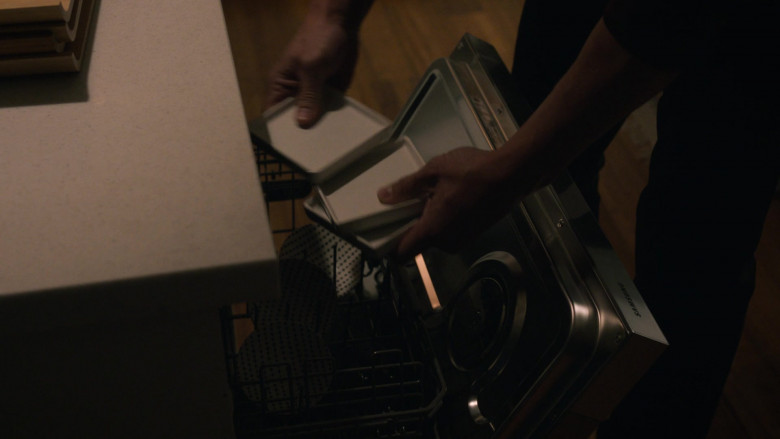Samsung Dishwasher in This Is Us S05E10 I've Got This (2021)