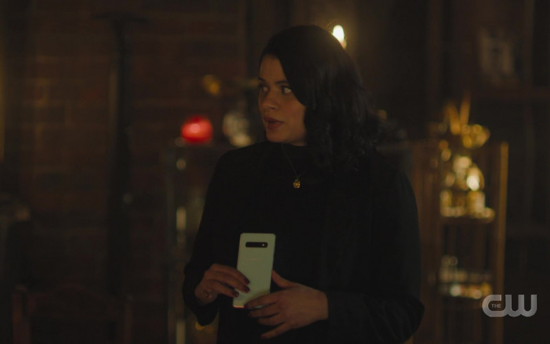 Samsung Galaxy Smartphone of Cast Member Melonie Diaz as Mel Vera in Charmed S03E07 Witch Way Out (2021)