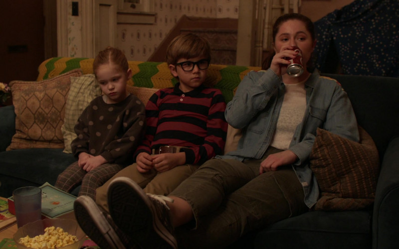 Shasta Cola Enjoyed by Emma Kenney as Debbie Gallagher in Shameless S11E07 (1)