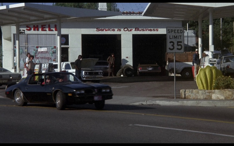 Shell Gas Station in Smokey and the Bandit (1977)