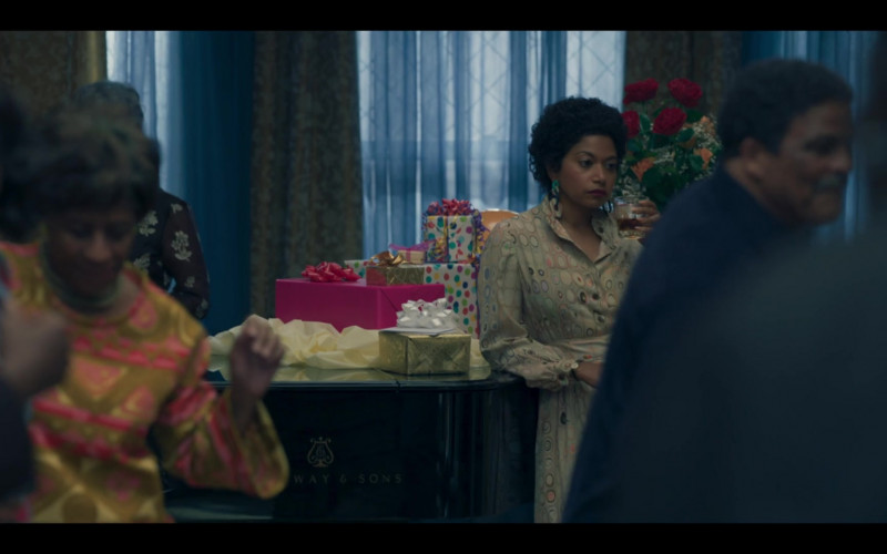 Steinway & Sons Piano in Genius Aretha S03E07 (2)