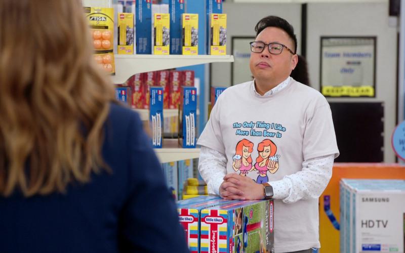Stiga, Lego, Little Tikes, Samsung HDTV in Superstore S06E13 Lowell Anderson (2021)