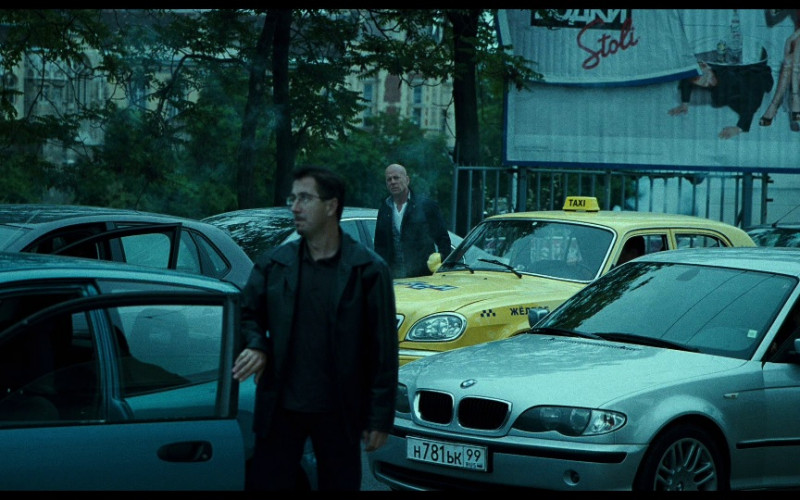 Stolichnaya vodka billboard in A Good Day to Die Hard (2013)