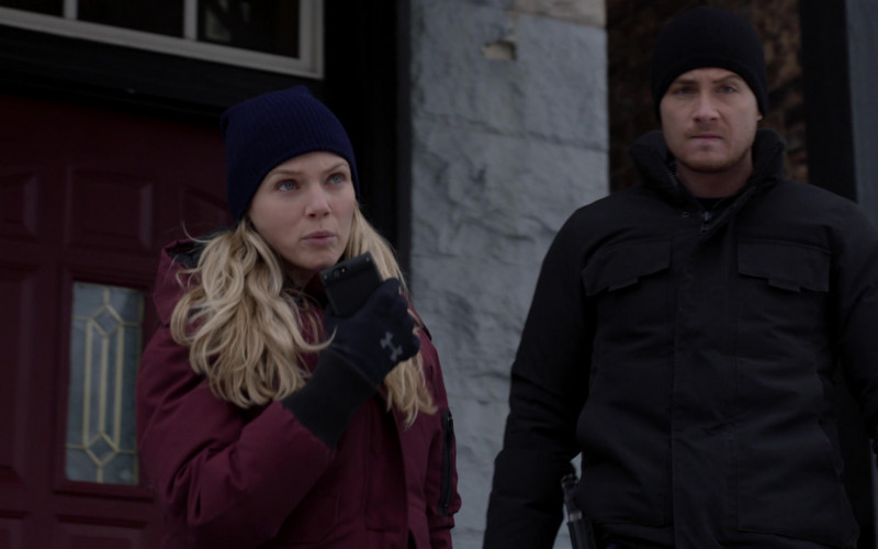 Under Armor Gloves of Cast Member Tracy Spiridakos as Detective Hailey Upton in Chicago P.D. S08E09 TV Show