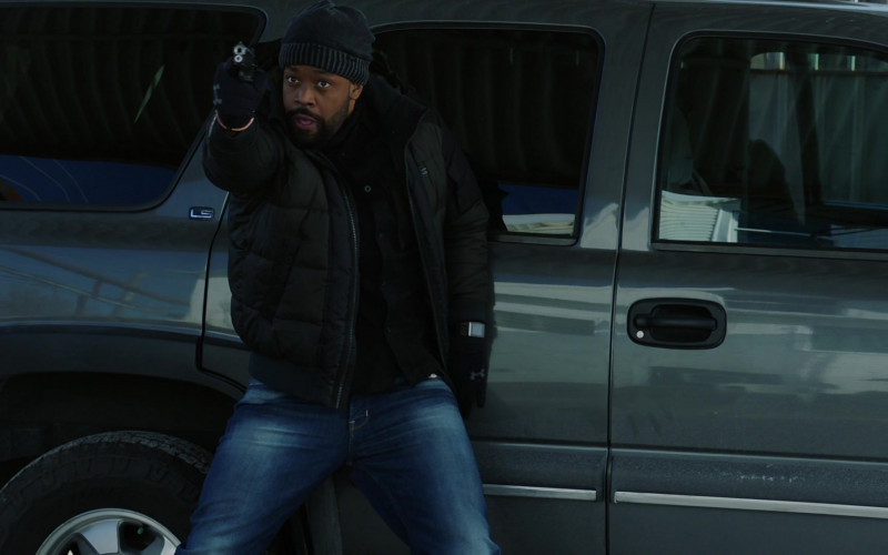 Under Armour Gloves of LaRoyce Hawkins as Officer Kevin Atwater in Chicago P.D. S08E08 TV Show (1)