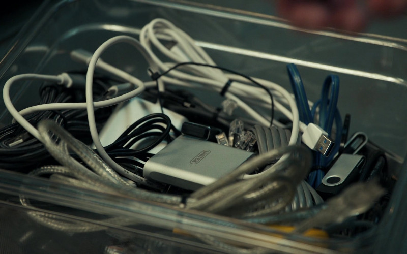 Unitek USB Hub in The Equalizer S01E04 It Takes a Village (2021)