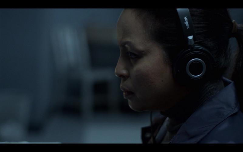Vogek Headphones in Mayans M.C. S03E01 Pap Struggles with the Death Angel (2021)