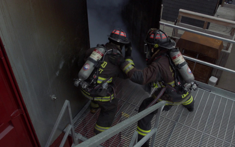 3M Scott Air-Pak SCBA Respiratory Protection Used by Firefighters in Chicago Fire S09E11 2021 (1)
