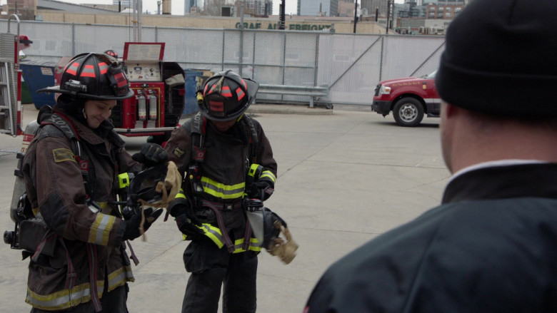 3M Scott Air-Pak SCBA Respiratory Protection Used by Firefighters in Chicago Fire S09E11 2021 (2)