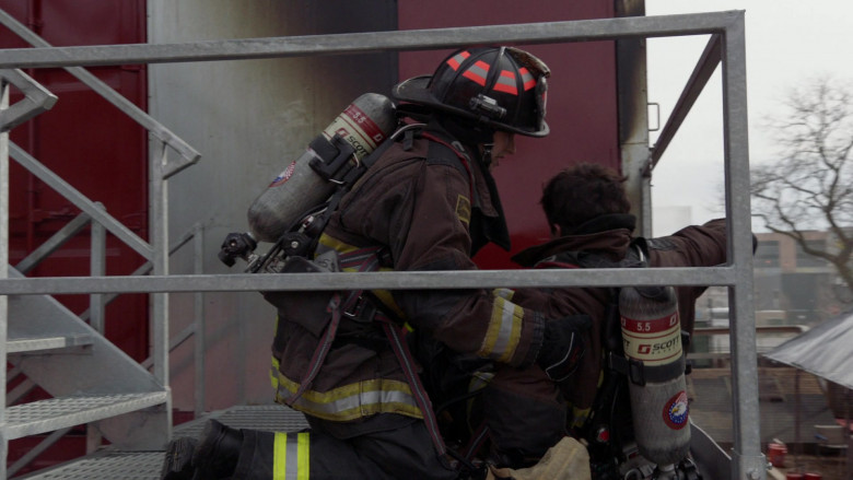 3M Scott Air-Pak SCBA Respiratory Protection Used by Firefighters in Chicago Fire S09E11 2021 (3)