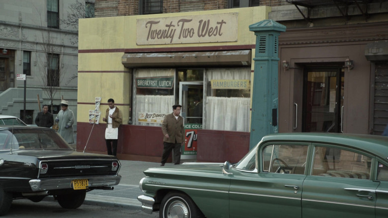 7UP Soda Posters in Godfather of Harlem S02E01 (1)