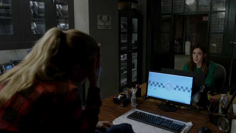 AOC Computer Monitor in Chicago P.D. S08E11 Signs of Violence (2021)