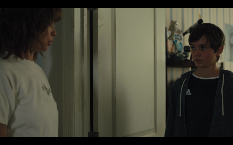 Adidas T-Shirt in Mare of Easttown S01E02 Fathers (2021)