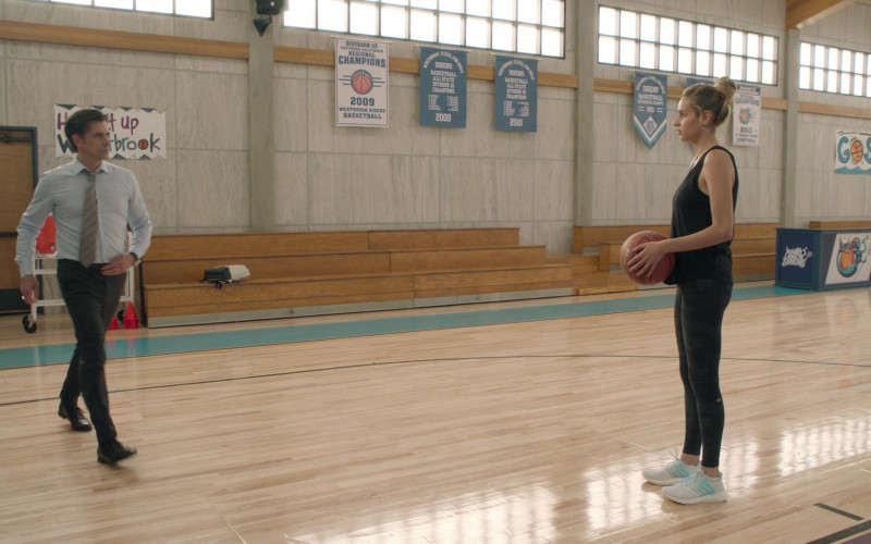 Adidas Ultra Boost Women's Sneakers of Nell Verlaque as Louise Gruzinsky in Big Shot S01E02 The Marvyn Korn Effect (2021)