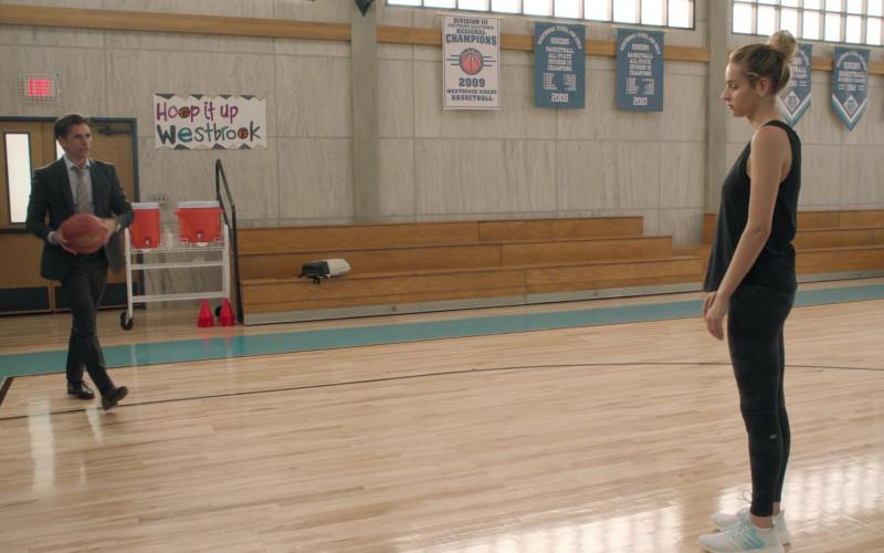 Alo Yoga Leggings Worn by Nell Verlaque as Louise Gruzinsky in Big Shot S01E02 The Marvyn Korn Effect (2021)