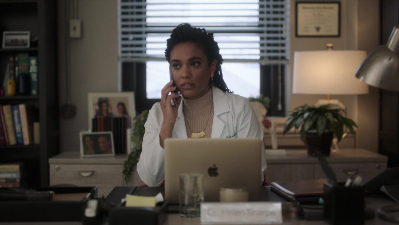 Apple MacBook Laptop Used by Freema Agyeman as Dr. Helen Sharpe in New Amsterdam S03E06 Why Not Yesterday (2021)
