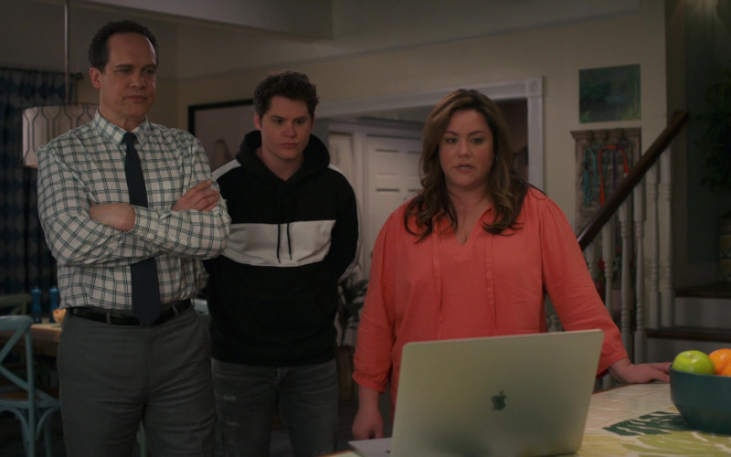 Apple MacBook Laptop in American Housewife S05E13 The Election (2021)