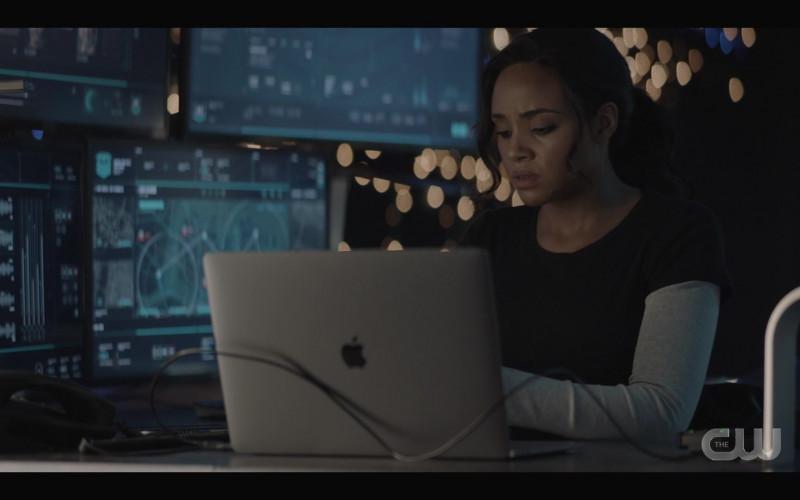 Apple MacBook Laptop in Batwoman S02E11 Rule #1 (2021)