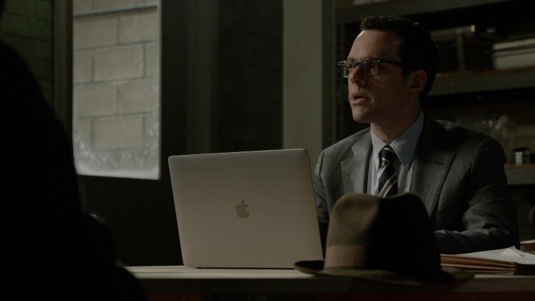 Apple MacBook Laptop in The Blacklist S08E13 Anne (2021)