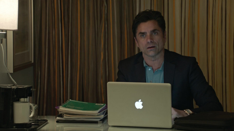 Apple MacBook Laptop of John Stamos as Marvyn Korn in Big Shot S01E03 (2)