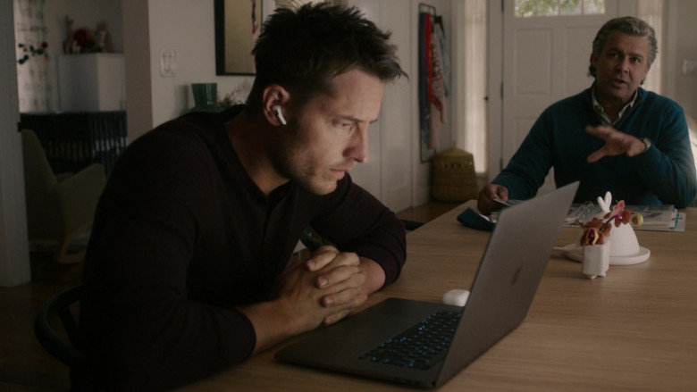 Apple MacBook Laptop of Justin Hartley as Kevin Pearson in This Is Us S05E12 TV Show 2021 (2)