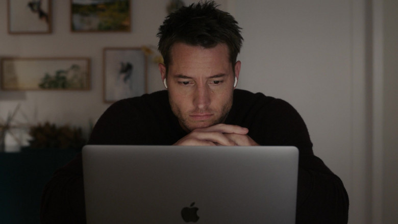 Apple MacBook Laptop of Justin Hartley as Kevin Pearson in This Is Us S05E12 TV Show 2021 (3)