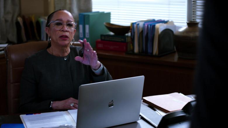 Apple MacBook Laptops in Chicago Med S06E11 TV Show 2021 (1)