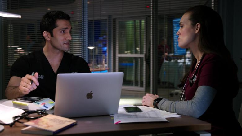 Apple MacBook Laptops in Chicago Med S06E11 TV Show 2021 (3)