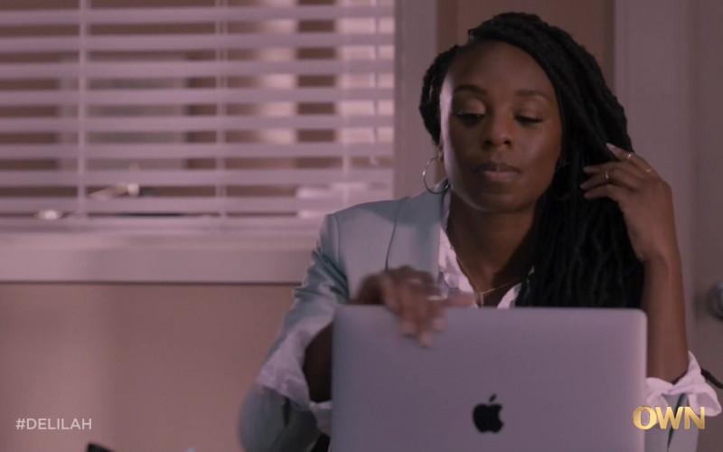 Apple MacBook Laptops in Delilah S01E06 Bachata! (1)