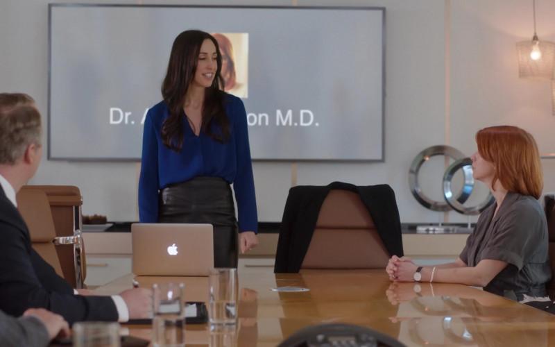 Apple MacBook Laptops in Workin' Moms S05E10 (3)