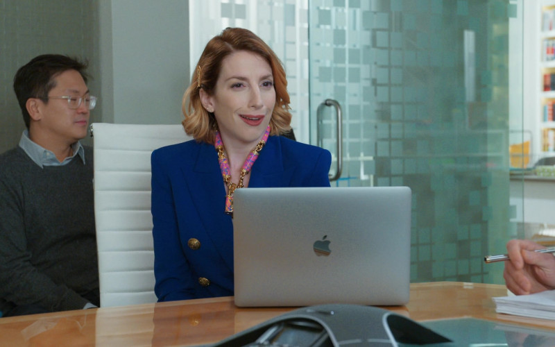 Apple MacBook Laptops in Younger S07E02 (2)