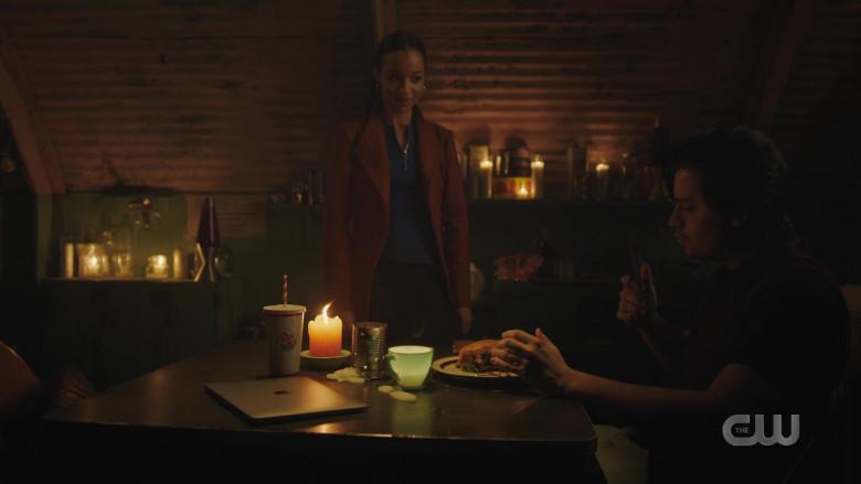 Apple MacBook Pro Laptop of Cole Sprouse as Jughead Jones in Riverdale S05E10 TV Show (2)