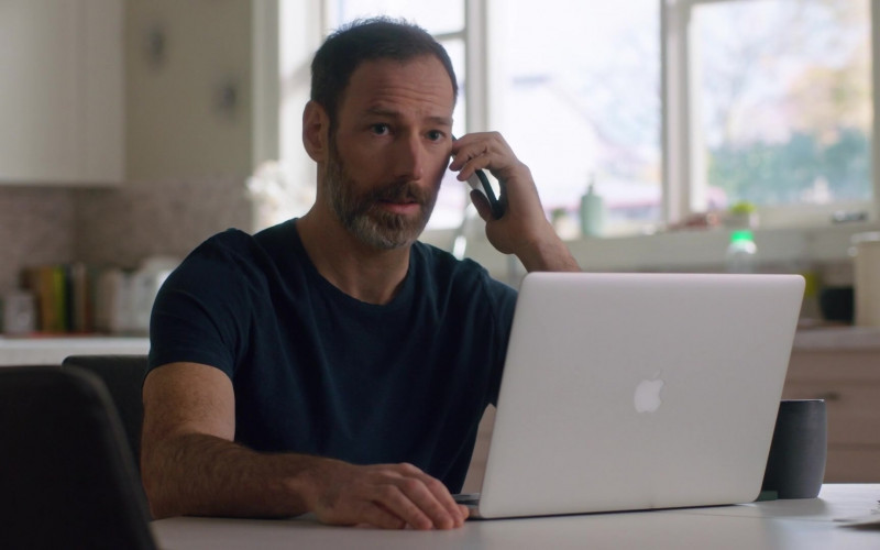 Apple MacBook Pro Laptop of Philip Sternberg as Nathan Foster in Workin' Moms S05E08 Punch Dad (2021)