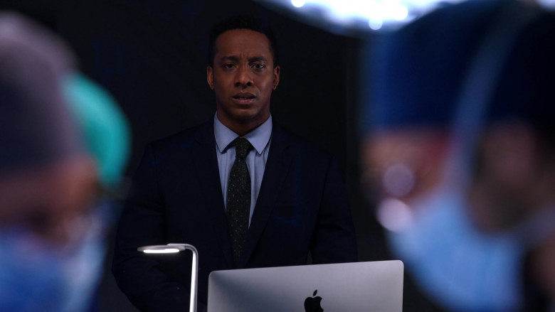 Apple iMac Computers Used by Cast Members in Chicago Med S06E10 TV Show (6)