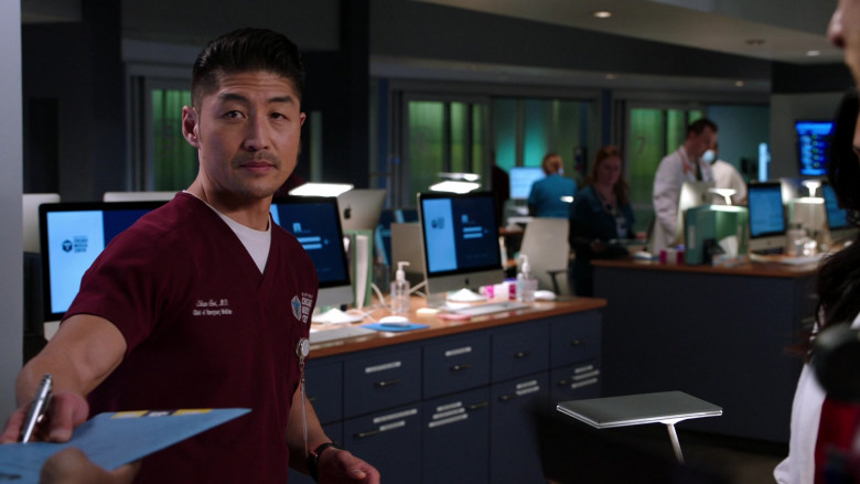 Apple iMac Computers in Chicago Med S06E11 (1)