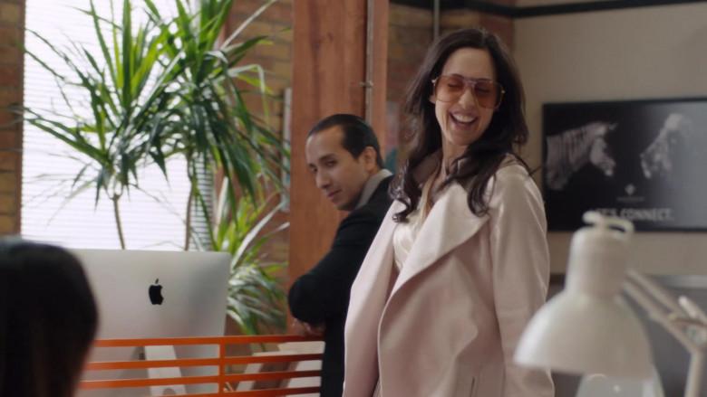 Apple iMac Computers in Workin' Moms S05E07 TV Show (1)