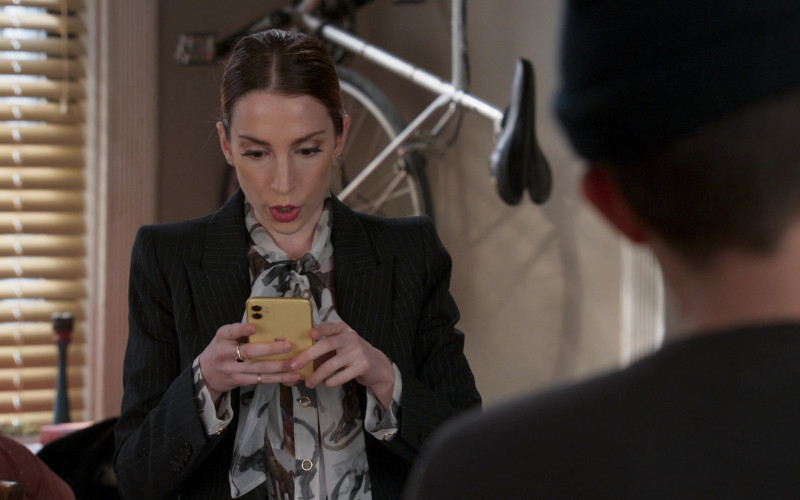 Apple iPhone Smartphone Used by Molly Bernard as Lauren Heller in Younger S07E05 The Last Unicorn (2021)