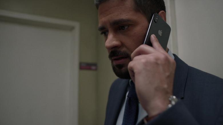 Apple iPhone Smartphone of J. R. Ramirez as Jared Vasquez in Manifest S03E06 Graveyard Spiral (2021)